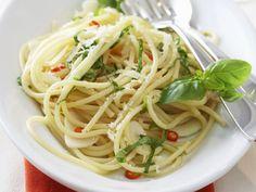 Pasta mit Olivenöl,Knoblauch und Chili (aglio, olio e peperoncino) ist ein Rezept mit frischen Zutaten aus der Kategorie Fruchtgemüse. Probieren Sie dieses und weitere Rezepte von EAT SMARTER!