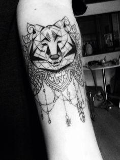 Tatouage loup et dentelle #tatoo #tatouage #tatouages #wolf #loup #tatoowolf