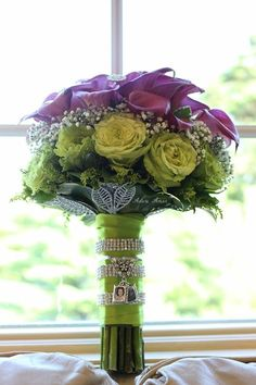 Bouquet charms on a beautiful bouquet!