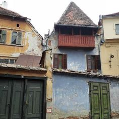 Old houses in Sibiu and their lovely charm  #Sibiu #Romania #Transylvania #charm #charming #travel #traveler #wanderlust #ILoveToTravel #hometown #visit #nice #beautiful #great #amazing #citybreak #oldtown #architecture #doors #discover #Europe #instatravel #travelgram