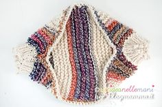 Cerchi un modello per coprispalle ai ferri? Ecco come fare un coprispalle a maglia facile e veloce a rettangolo adatto sia per donna che per bambina.
