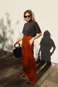 The outfits that are perfect with corduroy pants whowhatwear com Retro Outfits, Vintage Outfits, Cool Outfits, Summer Outfits, Vintage Pants, Fashion Me Now, Look Fashion, Girl Fashion, Fashion Outfits