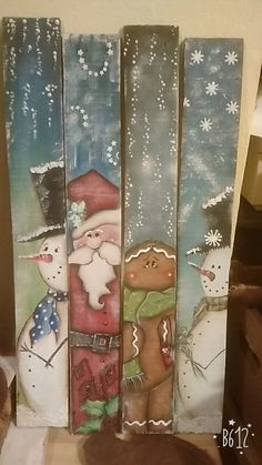 Learn how to make fun and easy DIY wooden Christmas decorations on a budget with wooden pallets. Most of the supplies you need can be bought at your local dollar store and they'll make really cheap holiday decorations for your front porch. Snowman Christmas Decorations, Christmas Wood Crafts, Pallet Christmas, Christmas On A Budget, Christmas Signs, Christmas Snowman, Rustic Christmas, Christmas Projects, Holiday Crafts