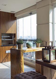 Varanda com churrasqueira do apartamento de 210 m² na Vila Mariana, em São Paulo / Débora Aguiar