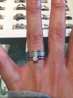 Coincidencia De Parejas Sand Blast Acero Inoxidable Wedding Bands 4mm /& 6mm anchos
