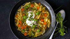 Superklasika s mnoha možnostmi přípravy, ale společným léčivým, životabuditelským účinkem. Chili, Curry, Menu, Soup, Ethnic Recipes, Menu Board Design, Curries, Chile, Soups