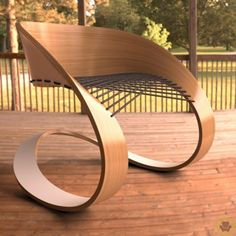 Silla de curvas en madera y cuerdas muy linda