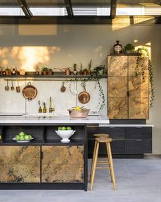 2018 didn't just see the launch of one new deVOL Kitchen, but two! 'Elemental', a collaboration with British kitchen design veteran,… British Kitchen Design, Apartment Therapy, Devol Kitchens, Dream Kitchens, Interior Styling, Interior Design, Gold Kitchen, Home And Deco, House And Home Magazine