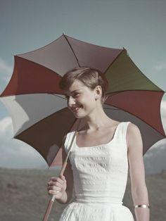 【ELLE】美しい人は言葉もきれい。オードリー・ヘップバーンの名言が心に響く理由|エル・オンライン