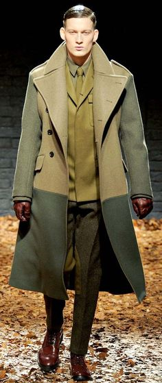 Alexander McQueen - Superb presentation of this Men's ecru & pale green, color-block ensemble!!!