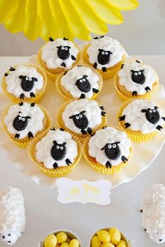 How adorable are these cupcakes in this Fleece and Fur Party on prettymyparty
