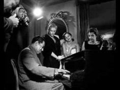 Dizzy Gillespie fue un trompetista, cantante y compositor estadounidense de jazz que nació el 21 de octubre de 1917. Gillespie, con Charlie Parker, fue una de las figuras más relevantes en el desarrollo del bebop, y del jazz moderno. Fue durante toda su vida un incansable experimentador de música afroamericana, lo que le llevó a experimentar con el jazz afrocubano