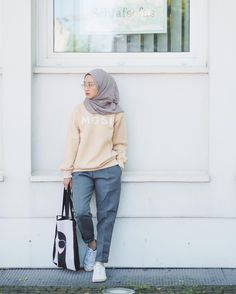 HOOTD Modest Fashion Hijab, Modern Hijab Fashion, Street Hijab Fashion, Casual Hijab Outfit, Hijab Fashion Inspiration, Hijab Chic, Muslim Fashion, Fashion Pants, Korean Fashion