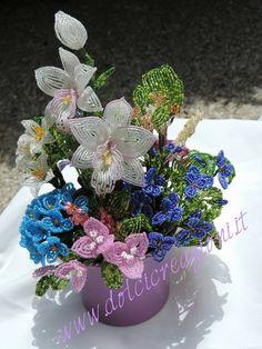 Fiori di perline - Beaded Flowers - Orchidea - orchid  http://www.dolcicreazioni.it/dc/orchidea-fiori-di-perline-beaded-orchid-2.htm
