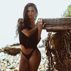 Sophia Miacova, hermosa morocha, pasa y conocela