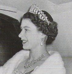 the queen wearing the cambridge lover's knot tiara