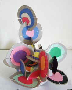 jpg mai 2010 - Sculpture - Print the sulpture yourself - sculpture_disques. Sculpture Lessons, Sculpture Projects, Sculpture Art, Cardboard Sculpture, Paper Sculptures, Diy Cardboard, Kindergarten Art, Preschool Art, Kindergarten Sculpture