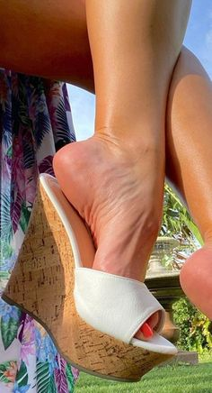 Sexy Legs And Heels, Hot High Heels, High Heels Stilettos, Wedge Heels, Stiletto Heels, Beautiful High Heels, Beautiful Toes, Wendy Williams Fashion, Tan Body
