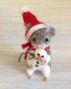 "Grey needle felted christmas mouse santa hat snowman artist magic art wool new Manuela ""Ela"" Riebesell Needle Felted Ornaments, Felted Wool Crafts, Christmas Needle Felting, Felt Christmas Decorations, Felt Christmas Ornaments, Needle Felted Animals, Felt Animals, Easy Felt Crafts, Felt Angel"