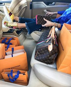 2019 New LV Collection For Louis Vuitton Handbags Mus. 2019 New LV Collection For Louis Vuitton Handbags Must have it Boujee Lifestyle, Luxury Lifestyle Fashion, Luxury Fashion, Baskets Louis Vuitton, Louis Vuitton Handbags, Lv Handbags, Louis Vuitton Sneakers, Boutique Louis Vuitton, Sacs Louis Vuiton