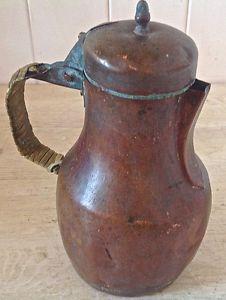 Antiquité Collection Très ancien pot à bec verseur en cuivre Lévis…