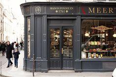 Meert Bonbons au Chocolat by Paris in Four Months #pasteleria #molduras ++++ detalles escaparate