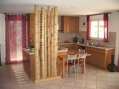 bambou decoratif dans la cuisine a sol en carrelage
