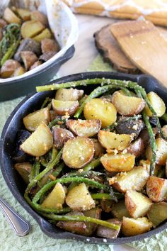 Parmesan-crusted-potatoes-with-asparagus
