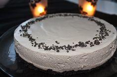 Pienet herkkusuut: Salmiakki-lakritsijuustokakku Finnish Recipes, Cheesecake, Chocolate, Baking, Desserts, Food, Tailgate Desserts, Deserts, Cheesecakes