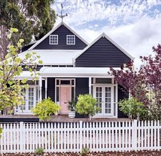 55 Awesome Home Exterior Design Ideas. You can fix your home exterior design even if you do not have much money. In this article I am going to talk about the ways to improve your home exterior design. House Paint Exterior, Exterior House Colors, Exterior Design, Gray Exterior, Facade Design, Weatherboard House, Queenslander, Dark House, House Ideas