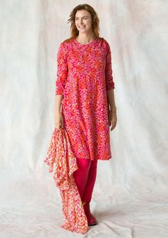 Folia dress in lyocell/spandex – 3 for 2 – Gudrun Sjödén Skirts For Sale, Dresses For Sale, Comfortable Fashion, Comfortable Outfits, Kinds Of Clothes, Clothes For Women, Pink Trousers, Swedish Fashion, Models