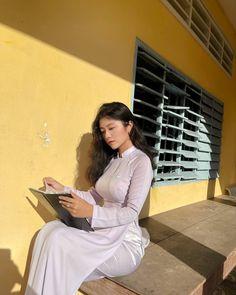 Desi Girl Image, Girls Image, Pretty Asian Girl, Beautiful Asian Girls, Vietnamese Traditional Dress, Traditional Dresses, Ao Dai, White Shirts Women, Beautiful Indian Actress