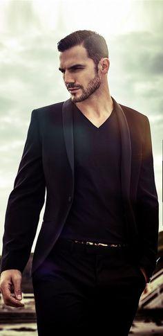 Loving the suit coat with a Black V neck t-shirt  so chic!!! #men #menfashion