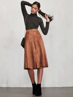 7 Types Of Skirts Every Girls Needs You need these cute skirts for women! Whether you prefer denim skirts, mini or maxi skirts, or even pleated and A-line, these are the top skirt picks! Muslim Fashion, Modest Fashion, Look Fashion, Fashion Models, Fashion Brands, Fashion Design, Midi Rock Outfit, Midi Skirt Outfit Casual, Autumn Skirt Outfit
