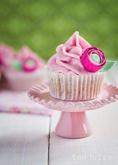 Cupcakes de vainilla y chocolate blanco con crema de frambuesa | tendulzo