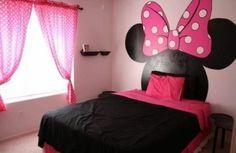 gestrichene wand kopfteil im kinderzimmer   Minnie Mouse