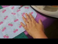 COMO FAZER UMA TOUCA DE COZINHEIRA OU CIRÚRGICA - YouTube Sewing Tutorials, Sewing Projects, Sewing Patterns, Scrub Hats, Diy Videos, Baby Sewing, Sewing Clothes, Easy Drawings, Patches