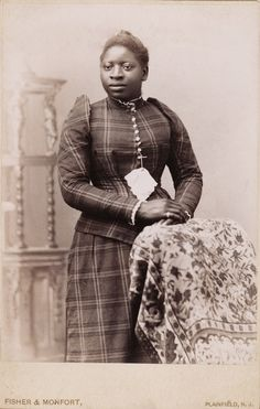 +~+~ Antique Photograph ~+~+  African American Woman in plaid dress, Plainfield, N.J.  ca. 1890