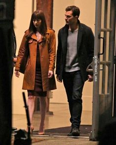: Photo Dakota Johnson and Jamie Dornan film a steamy kissing scene against a brick wall on the set of their movie Fifty Shades Darker on Thursday night (March in Vancouver,… Fifty Shades Series, Fifty Shades Movie, Fifty Shades Darker, Fifty Shades Of Grey, Dakota Johnson, Jamie Dornan Film, Jaime Dornan, Anastasia Grey, Anastasia Steele Outfits