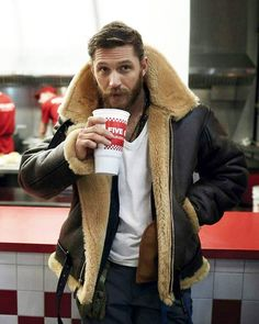 The outer cover of the attire is made from high grade genuine leather. Tom Hardy played the role of Farrier successfully and impressed the viewers. Dunkirk Tom Hardy Jacket has shearling inner lining that is unusual and most comfy. Tom Hardy Jacket, Tom Hardy Beard, Military Bomber Jacket, Mens Pilot Jacket, Bomber Jackets, Mode Man, Aviator Jackets, Herren Outfit, Mens Clothing Styles
