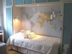 Boys bedroom. Map wall and map pillows. Chez Larsson.