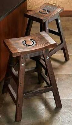 I love this idea! #country #horseshoe #chair For more Cute n' Country visit:  www.cutencountry.com and www.facebook.com/cuteandcountry