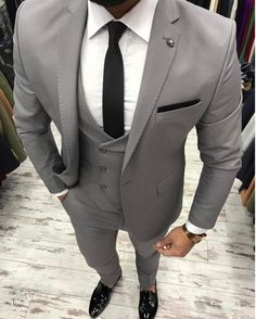 2017 New Grey Men Suit Slim Fit 3 Pieces Skinny Tuxedo gray mens Suits Custom Groom Blazer Terno Masculino Jacket+Pant+Vest Mens Fashion Suits, Mens Suits, Mens Gray Suit, Best Suits For Men, Groomsmen Suits, Male Fashion, Terno Slim Fit, Designer Suits For Men, Herren Outfit