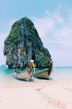 Loads of travel tips here - http://dropdeadgorgeousdaily.com/2014/09/beauty-jet-setter-top-essential-primping-products-need-travels/  - på et sånt sted skal jeg en gang stå