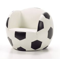 Sillón para niños con forma de balón : Te presento un simpático sillón infantil con forma de balón de fútbol, disponible en dos colores, blanco y negro y azul y grana ¿de que equipo son tus niño Football Bedroom, Boy Sports Bedroom, Soccer Room, Ronaldo Soccer, Girls In Love, Soccer Ball, Kids Furniture, Kids Room, Apartments