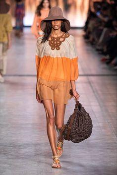 Trendy Beachwear for the Summer Alberta Ferretti Spring 2020 Ready-to-Wear Collection – Vogue Discovred by : Azza Shesheny Fashion Moda, Covet Fashion, Fashion 2020, Runway Fashion, Spring Fashion, Fashion Show, Womens Fashion, Fashion Trends, Milan Fashion