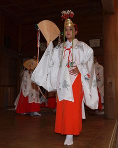 Miko dancing dressed in heian robes.
