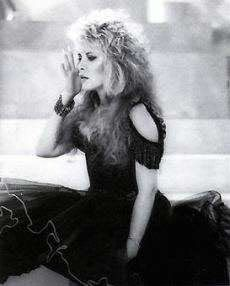 I have a slight obsession with Stevie Nicks, Fleetwood Mac and other beautiful people and things! Fleetwood Mac - & Stevie Nicks- & Dolly Parton - Best nights of my life! Stephanie Lynn, Rock Queen, Stevie Nicks Fleetwood Mac, Seven Wonders, Rockn Roll, Look Vintage, Female Singers, Dreaming Of You, Concert