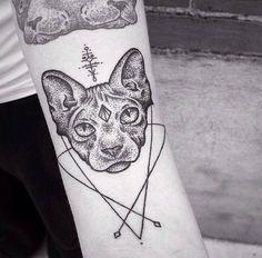 Tatouage Chat Dotwork sur Avant-Bras pour Femme - forearm tattoo - cat tattoo - womens tattoo