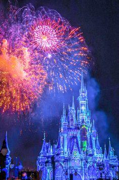 Our day at walt disney world's magic kingdom (+video) World Wallpaper, New Wallpaper, Wallpaper Iphone Disney, Cute Disney Wallpaper, Disney World Resorts, Walt Disney World, Disney Worlds, Disney World Christmas, Disney World Magic Kingdom
